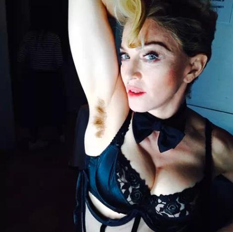 """""""Pelo largo, no importa"""" es el lema que acompañaba esta foto que subió Madonna en las redes sociales"""