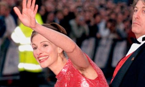 Julia Roberts va, bastante a menudo, mostrando su axila al natural